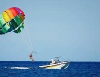 Parasailing ride service in Myrtle Beach, South Carolina